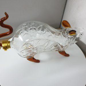 bình thủy tinh hình con chuột ngâm rượu